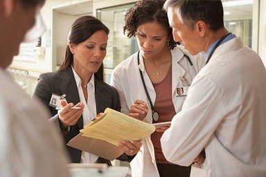 Можно ли найти работу в медицине без образования?